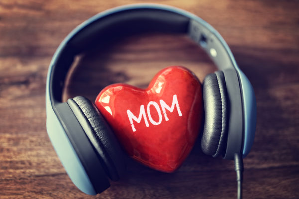 mothers-day-gift-idea-personalized-songs-mom